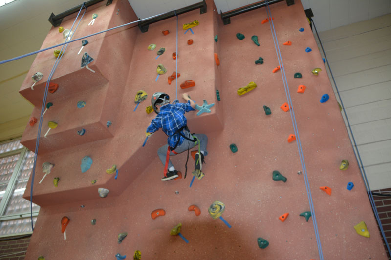 Havern-school-day-at-havern-rock-climbing